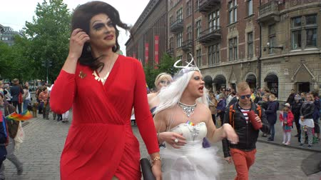 гей : HELSINKI, FINLAND - JULY 01, 2017: Thousands of people in solidarity during a Gay pride parade on the streets of Helsinki.
