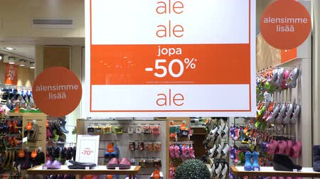 reklama : HELSINKI, FINLAND - DECEMBER 28, 2016: Sale sign and showcase model. Holiday sales in the city center.