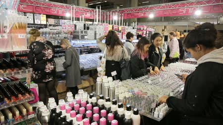 alışveriş : HELSINKI, FINLAND - OCTOBER 20, 2017: A lot of women testing and buying cosmetics in a beauty store. Fair I LOVE ME - Beauty, Health, Naturally, Fashion and Jewel Watch at Messukeskus Expo Centre