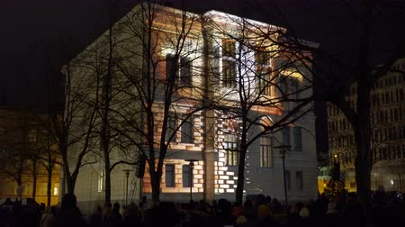 luxo : HELSINKI, FINLAND - JAN 07, 2018: Dynamic Light Installation on the wall of Historical building during the public Festival of Light LUX. Stock Footage