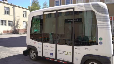 battery vehicle : HELSINKI, FINLAND - MAY 25, 2018: Automated remotely operated bus in Helsinki. Unmanned public transport on street. Stock Footage