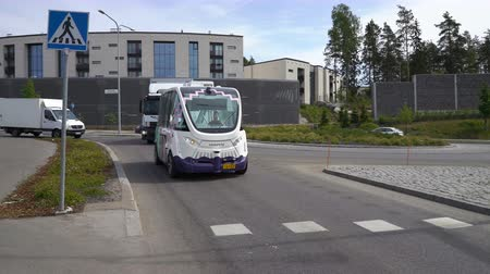 autonomous car : HELSINKI, FINLAND - JUNE 11, 2018: Automated remotely operated bus in Helsinki. Unmanned public transport on street. Stock Footage