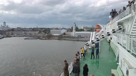 takımadalar : HELSINKI, FINLAND - JUNE 20, 2018: Large sea ferry Viking Line leaves the port of Helsinki. Filming with the bow deck of the ship. Stok Video