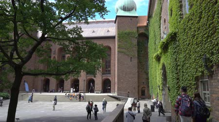 İsveççe : STOCKHOLM, SWEDEN - JUNE 20, 2018: The courtyard of the Stockholm City Hall is one of the most popular tourist places in Stockholm, Sweden Stok Video