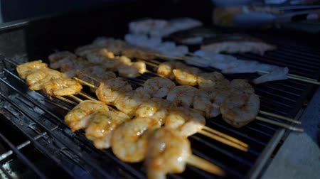špejle : Delicious fresh grilled prawns are prepared