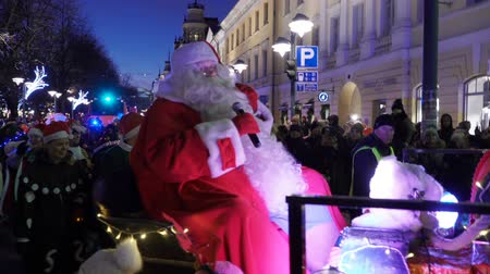 HELSINKI, FINLAND - NOVEMBER 26, 2017: The traditional parade of Santa Claus during the opening of the Christmas holidays. Vídeos
