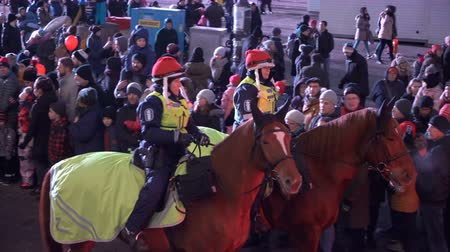 HELSINKI, FINLAND - NOVEMBER 26, 2017: Mounted police officers in traditional red Christmas hats during the Christmas holidays on the streets of Helsinki Vídeos