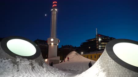 fince : HELSINKI, FINLAND - JAN 12, 2019: Children ride down the snowy Domes of the New Art Museum Amos Rex on the Lasipalatsi Square in Helsinki at night. It is one of Europe's most innovative new architectural space Stok Video