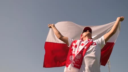 вратарь : Polish Football Fan in His 30s Running with Polish National Flag in Slow Motion
