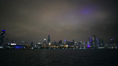 novembre : Chicago City Skyline and Waterfront During Evening Hours. November 29th, 2017. Chicago, Illinois, United States of America.