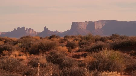 tribales : Wild and Raw Arizona Desert Landscape During Sunset. Northern Arizona, United States of America Vidéos Libres De Droits