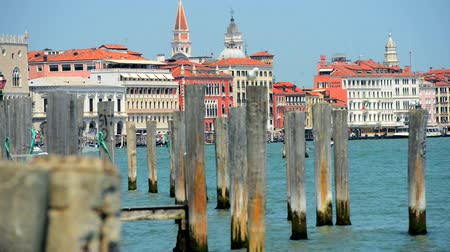 venedik : Venice Canal and the Harbor in Hot Summer Day in July. Venice, Italy, Europe. Stok Video