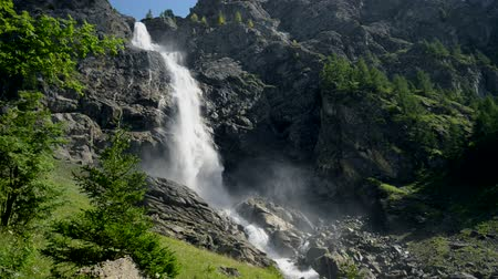 бросаясь : Engstligen waterfalls in Adelboden, Switzerland, Europe.