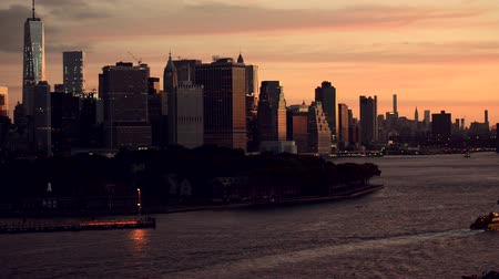 horas : New York Skyline Taken From Brooklyn Terminal. Morning Hours in the New York