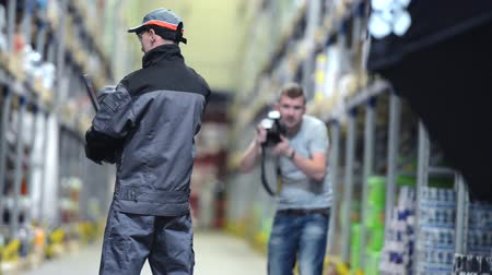 oturum : Photographer Making Business Photo Session Inside the Warehouse