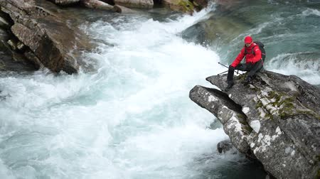 kei : Men Exploring Scenic River Gorge Somewhere in Norway. Stockvideo