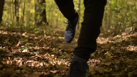 silvicultura : Runners Legs and Shoes Closeup During Fast Run in Slow Motion Footage.
