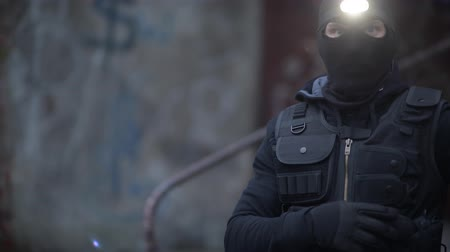 броня : Counter Terrorist Portrait. Men Wearing Mask and Tactical West. Special Forces Soldier.