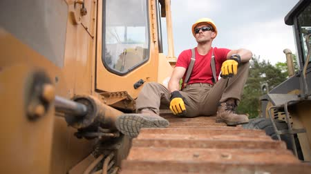 buldozer : Construction Heavy Duty Equipment Worker. Bulldozer Operator Relaxing During His Job.