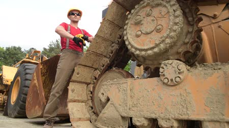 buldozer : Construction Heavy Equipment Operator in His 30s Staying Between Machines.