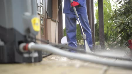 yıkayıcı : Cleaning House Backyard Brick Paths Using Pressure Washer. Caucasian Men and the Spring Maintenance. Stok Video