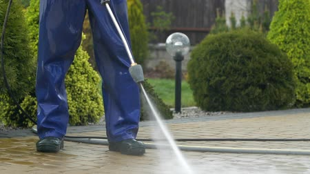 yıkayıcı : Slow Motion Footage of Men Using Pressure Washer For Driveway Cleaning. High Pressured Water Brick Wash.