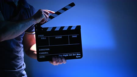filme : Film Production Worker with Clapperboard in Hands. Video Making Accessories and Equipment. Starting Movie Scene. Stock Footage