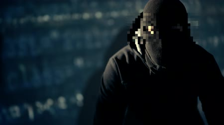 scheda elettronica : Cyber Crime Suspect con Pixelated Hidden Eyes Area. Concetto di sicurezza di Internet. Filmati Stock
