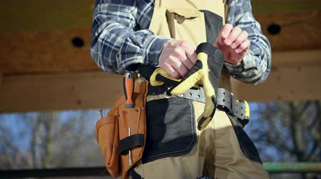 Construction Worker Wearing Hand Protection Gloves. Industrial Safety Theme. Vídeos