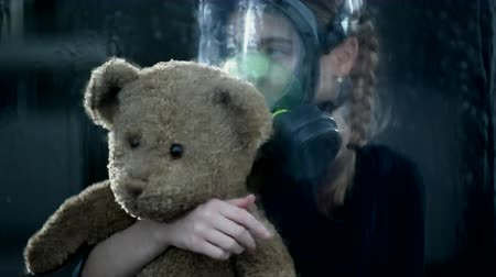 milující : Sad Child Curls Up With Teddy Bear. The Rain Is Dripping Down The Window.