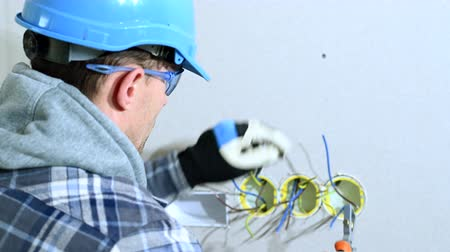 filo : Close Up Shot Of Electrician Working On Wiring. Sorting And Preparing Wires For Placing Plugs.