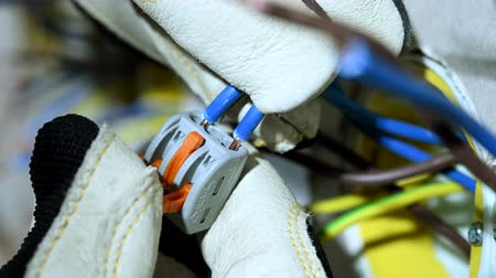 arame : Male Electrician Installs Lever Nut Wire Connector Into Stripped Wires.