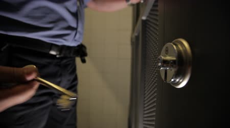 cadarço : prison  jail officer opens lock of a cell Stock Footage