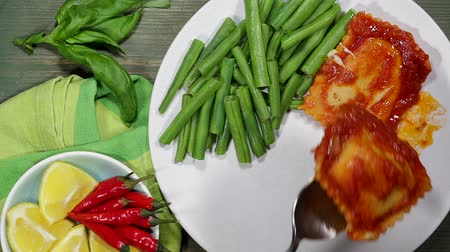 Vegetarian Cheese Ravioli With Green Beans