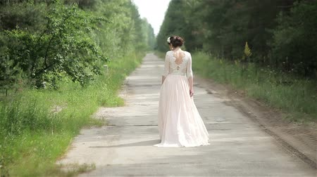 Wonderful bride runs away
