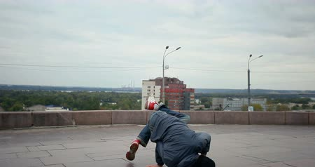 гласность : Breakdancer in the streets