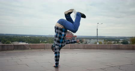 publicity : Breakdancer in the streets