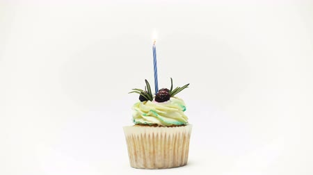 soyu tükenmiş : birthday cupcake with one burning candles over white background