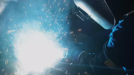 экспертиза : industrial automotive a worker welding in a car produce factory