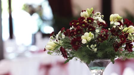 формальный : Table set for an event party or wedding reception with flowers decoration