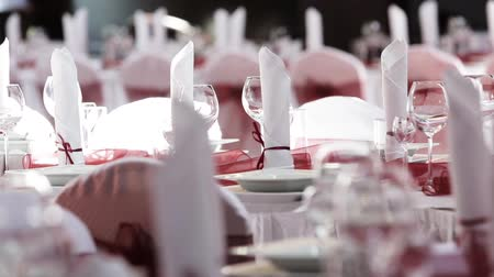 формальный : Table set for an event party or wedding reception with follow focus shot