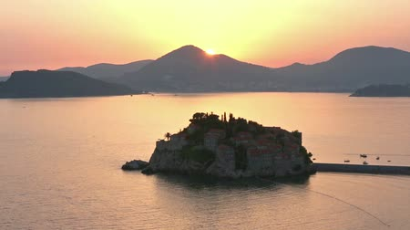 Черногория : Pink sunset and Sveti Stefan sea islet view from up (Montenegro, 6 kilometres southeast of Budva) Стоковые видеозаписи