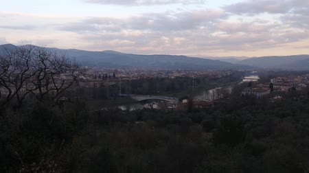florencja : Evening Florence City winter top view Italy, Tuscany on Arno river.