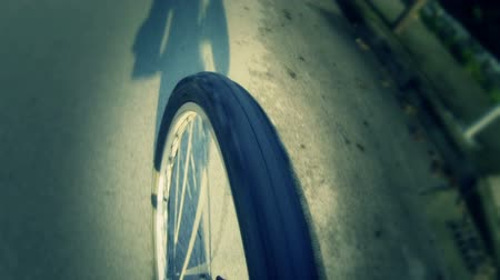 bisiklete binme : Going by Bike, Wheel View