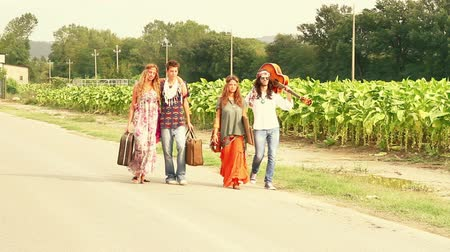 juventude : Hippie Group Walking on a Countryside Road