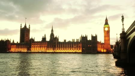 парламент : Panoramic View of Westminster in London at Sunset