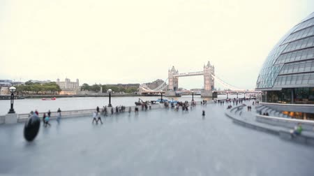 londra : View of Tower Bridge and London Town Hall Stok Video