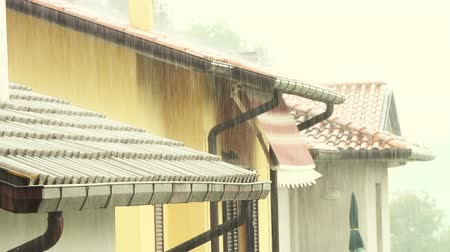 çatılar : Raining in the City Stok Video
