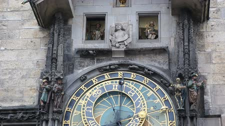 astroloji : Astronomical Clock in Prague Stok Video
