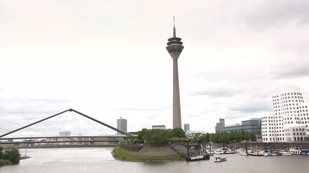 almanca : View of Dusseldorf from Dock